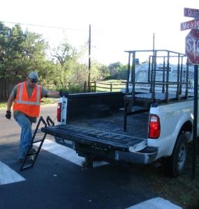 sign.repair.stand2
